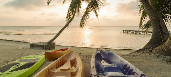 Strand Sonnenaufgang Mit Kajaks