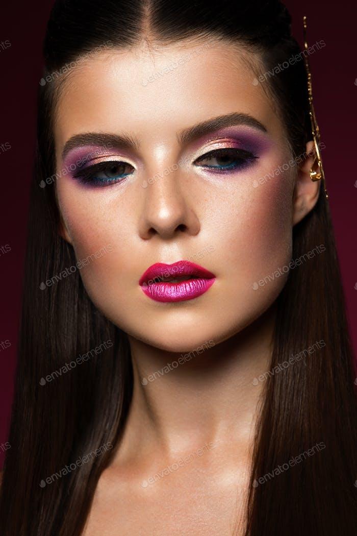 Schönheit Frau Gesicht Porträt. Schönes Modell Mädchen mit Perfect Fresh Clean Haut