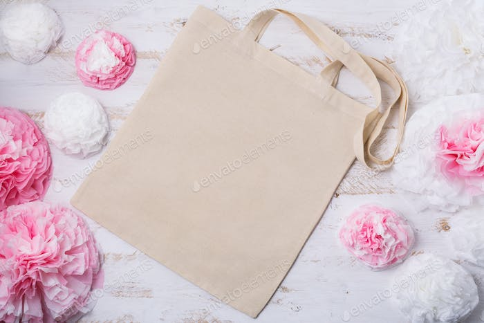 Placeit – Tote bag mockup with paper flowers
