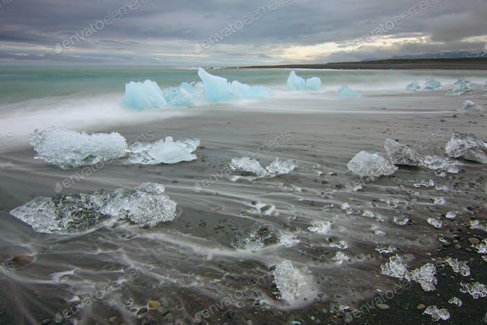 Der Strand am Jokulsarlon in Island