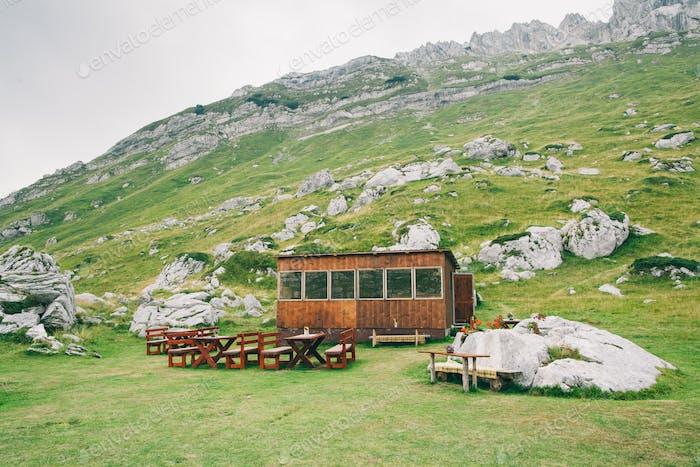 Café in den Bergen von Montenegro
