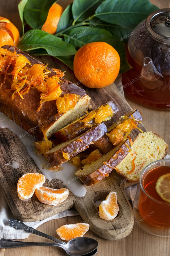 Tangerine cake with tea