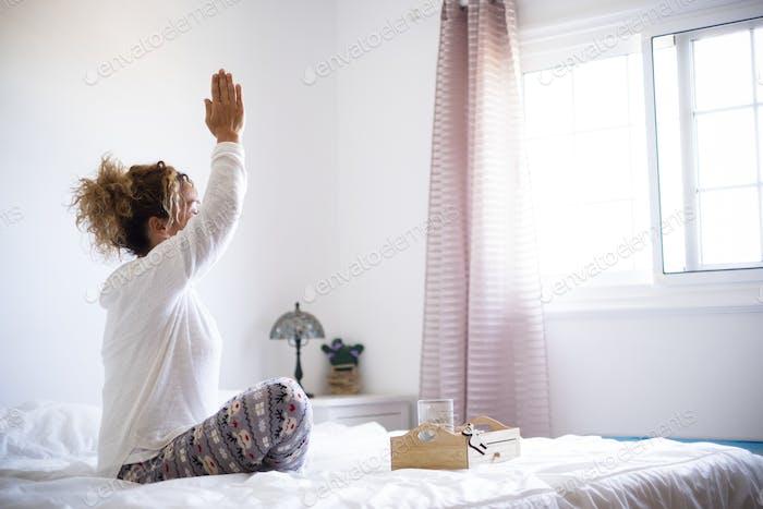 Yoga und gesunde Sport-Fitness-Aktivität zu Hause