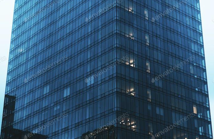 Fachada de vidrio de una oficina