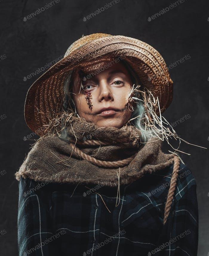 Scary Frau gekleidet und wie Vogelscheuche gemacht