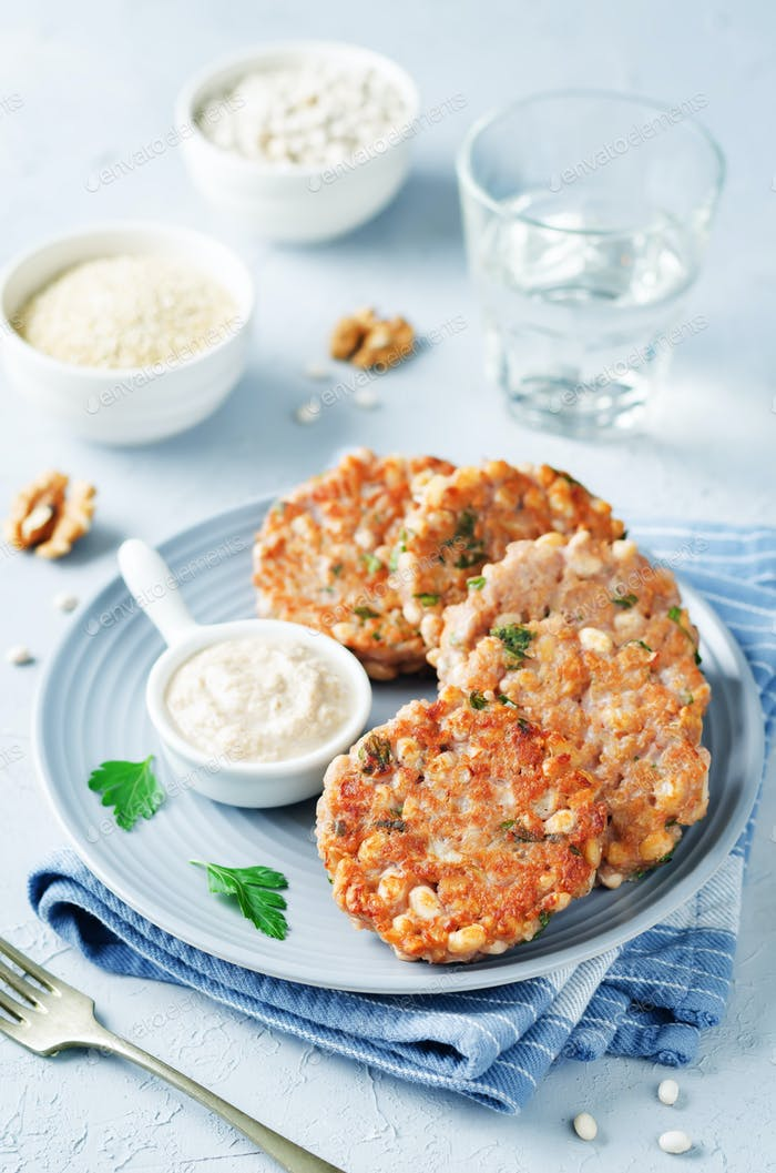 Quinoa Walnüsse Weiße Bohnen Petersilie Burger