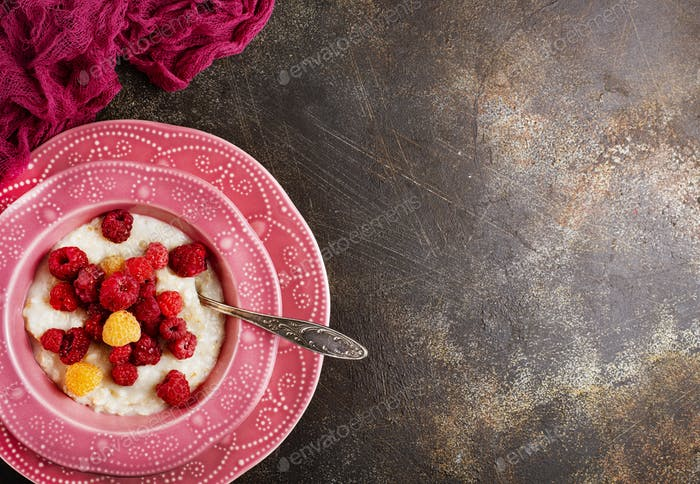 oat flakes with berries