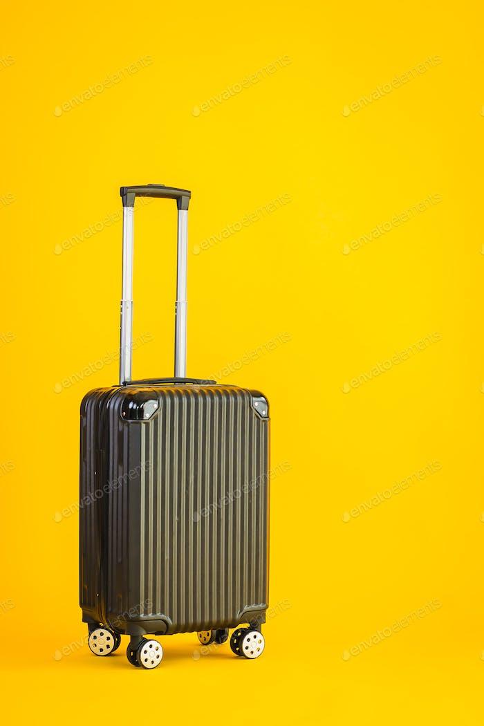 Uso de equipaje de color negro o bolsa de equipaje para transporte de viaje