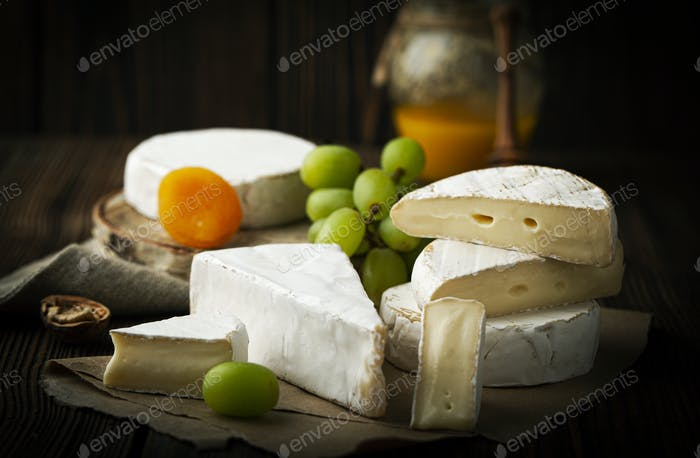Assorted cheese and grape with honey