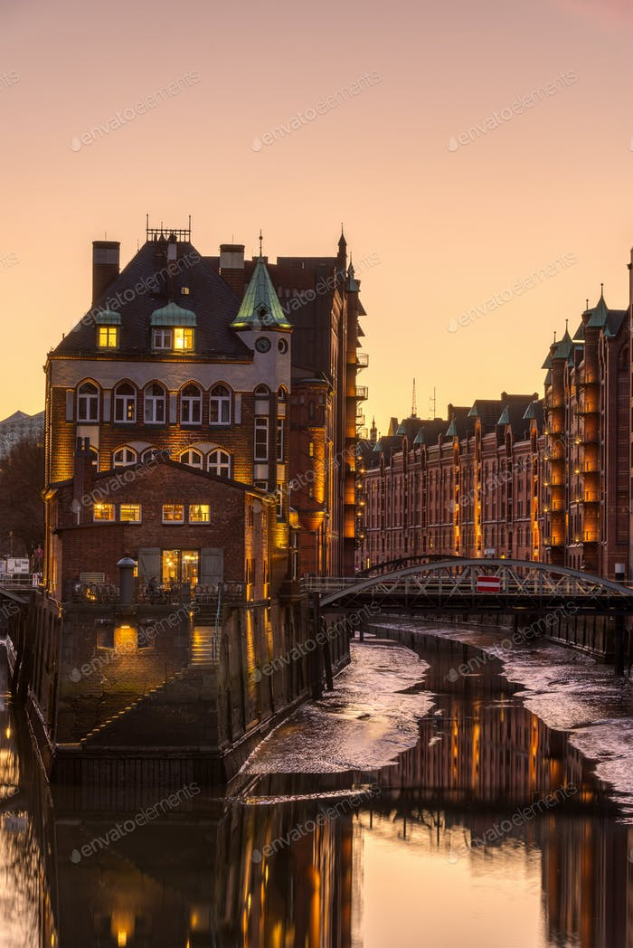 The warehouses of the old Speicherstadt