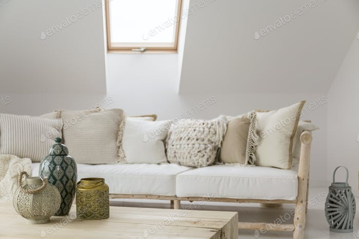 Room with decorative accessories