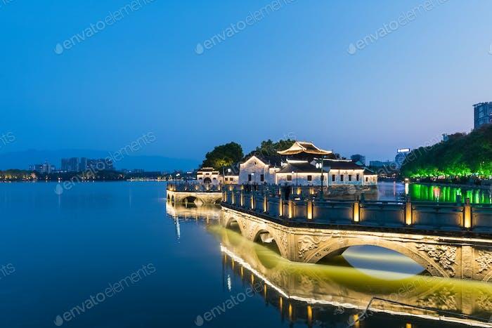 Jiujiang Stadtbild in der Dunkelheit