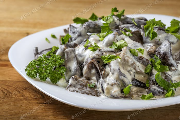 mushrooms with sour cream and parsley