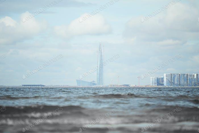 Река и городской пейзаж