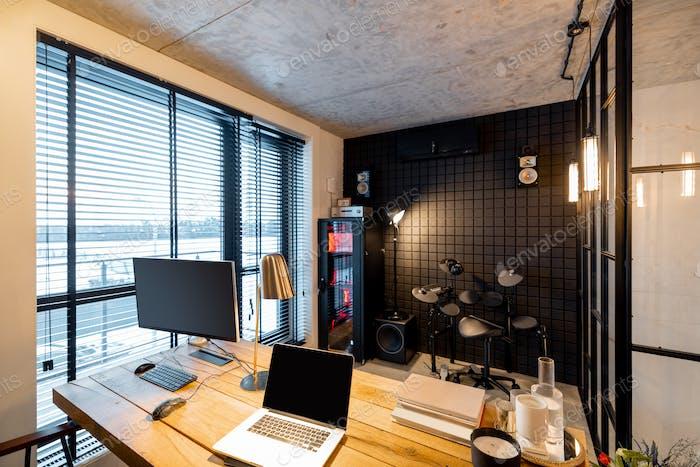 Inneneinrichtung für Heimbüro und Tonstudio