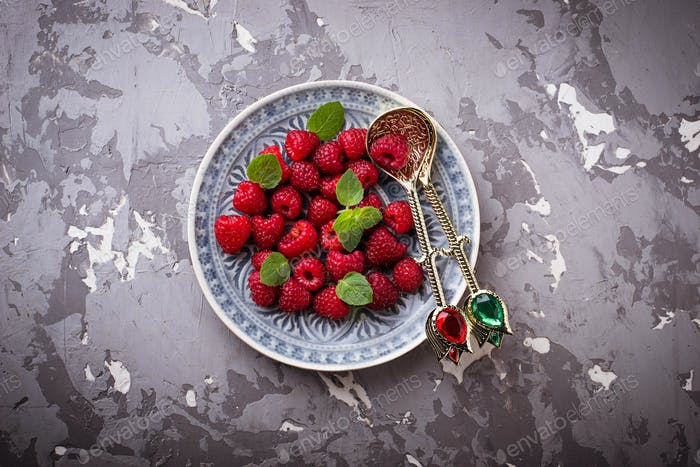 Sweet raspberry with mint