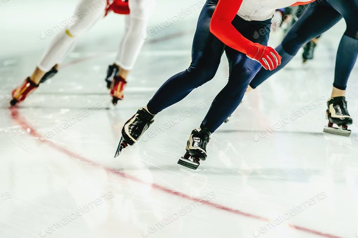 Group speed skaters women