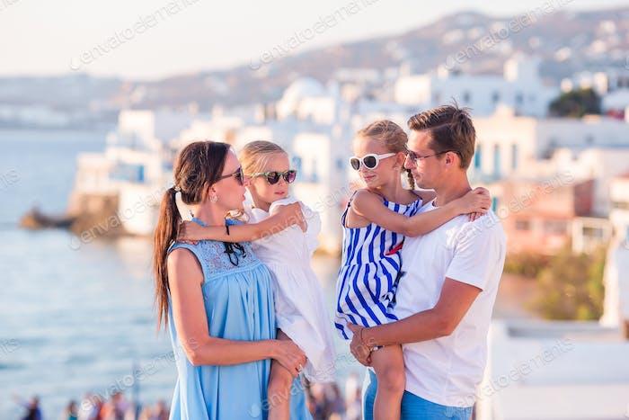 Thumbnail for Familie im Urlaub in Europa