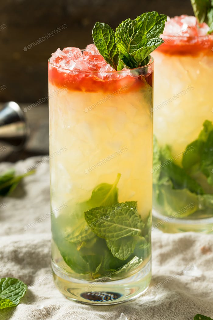 Alcoholic Queens Park Swizzle Cocktail with Rum