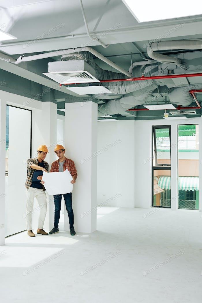 Zwei Ingenieure Coworking