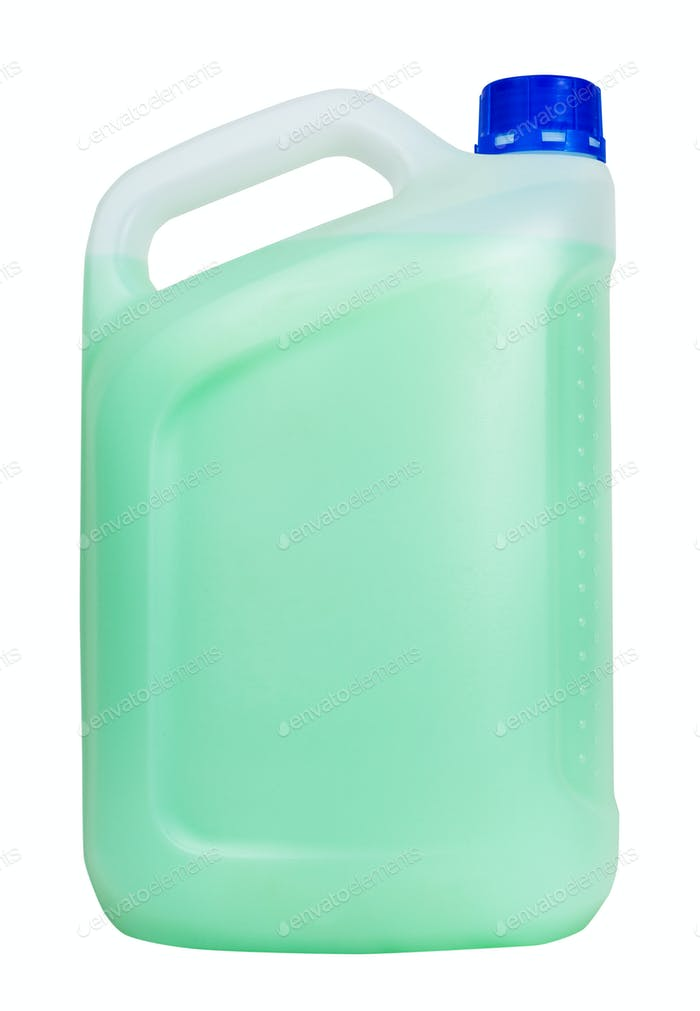 Seitenansicht der Kunststoff-Kanister mit grüner Flüssigkeit