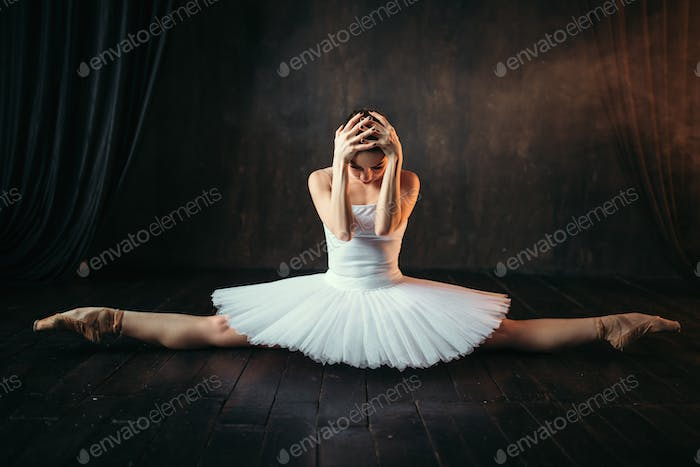 Body flexibility of ballet performer, stretching