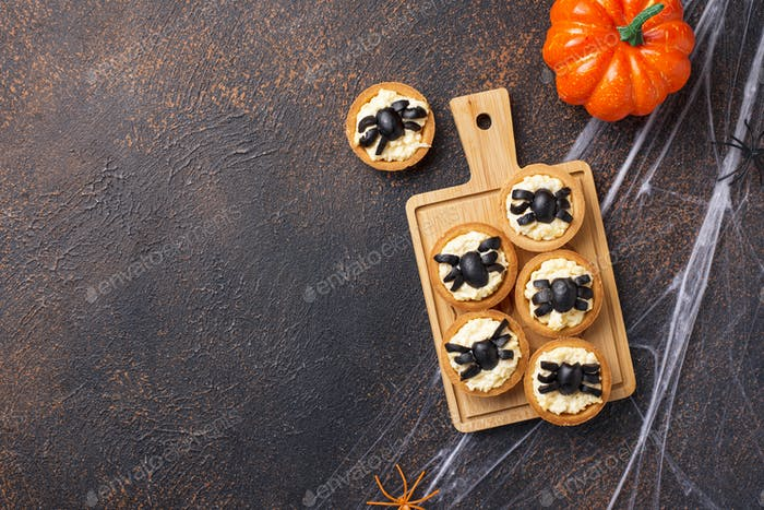 Halloween scary appetizers decorated spiders