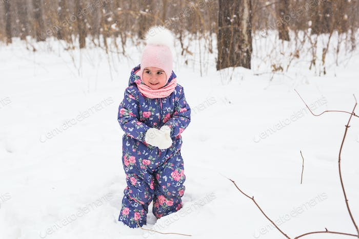 Children and nature concept - Adorable baby girl walking in winter park