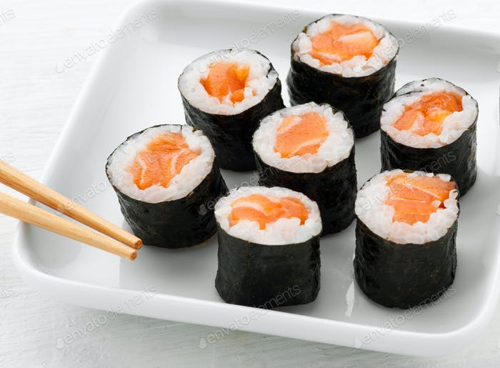 Serving of seven hosomaki salmon sushi