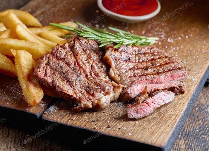 gegrilltes Rindfleisch Steak und Kartoffeln