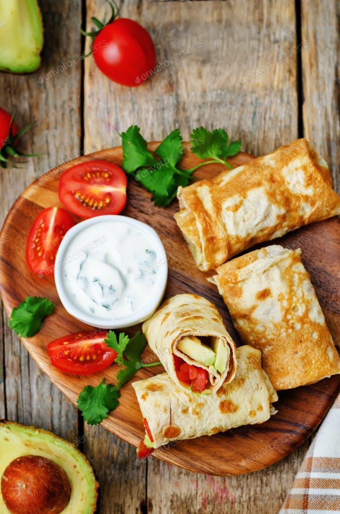 avocado tomato egg roll with cilantro sour dip
