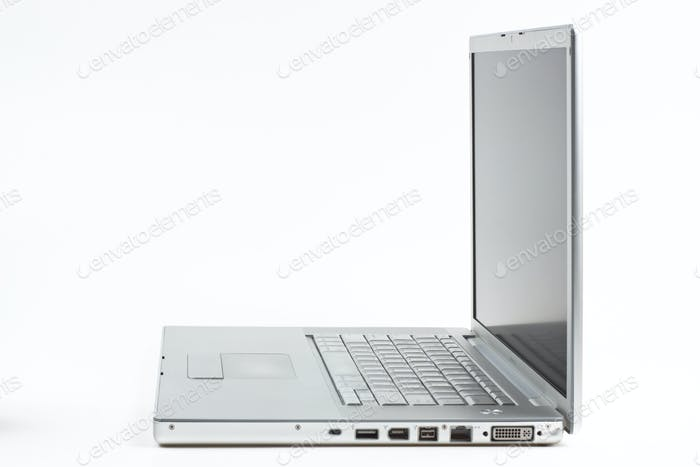 silver laptop side vier
