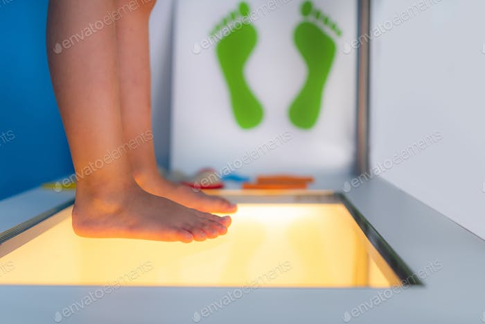 Feet scan for children, checking for statuses of sole and supporting structures of a foot