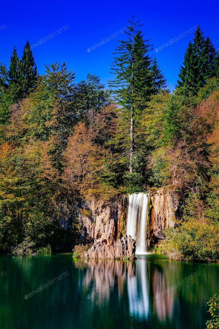 Autum colors and waterfalls of Plitvice lakes in Croatia