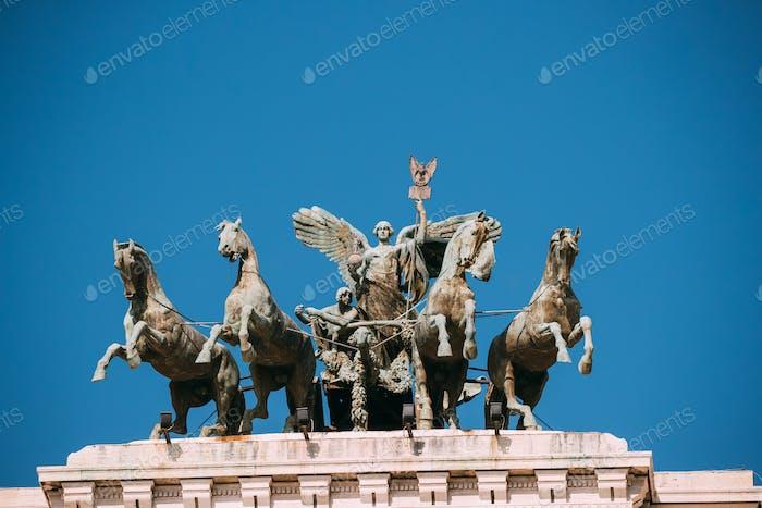 Rom, Italien. Große Bronze Quadriga auf dem Gipfel des Palastes der Justiz