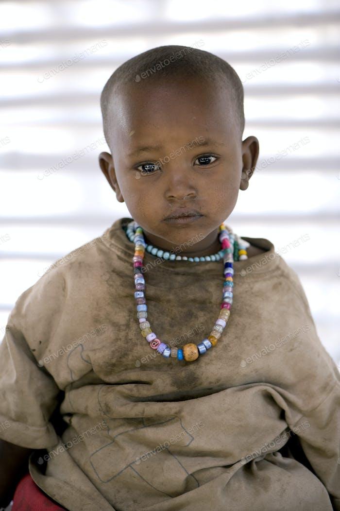 Porträt eines Masai Kind Blick auf die Kamera