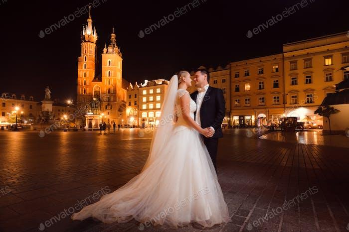 Nur verheiratet paar Nacht Stadtspaziergang