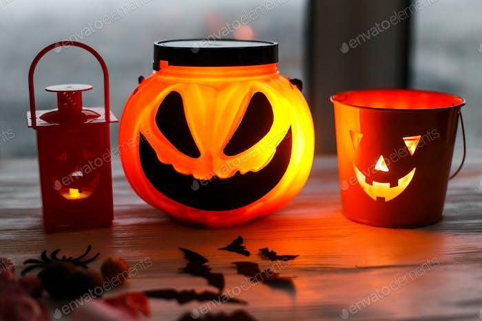 Glowing Jack-o-lantern head in dark