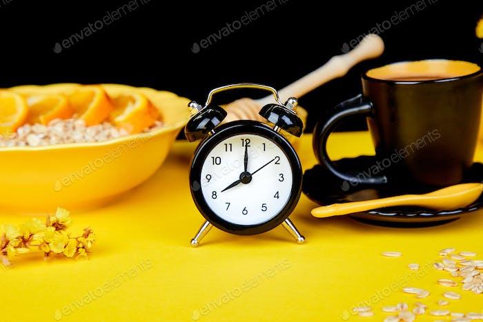 Morgenkaffee, Müslifrühstück, Wecker