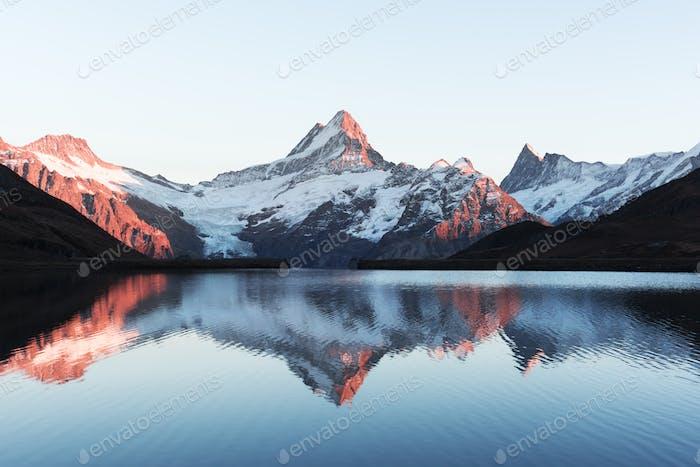 Malerische Aussicht auf den Bachalpsee in den Schweizer Alpen
