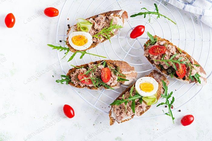 Toasts with tuna.