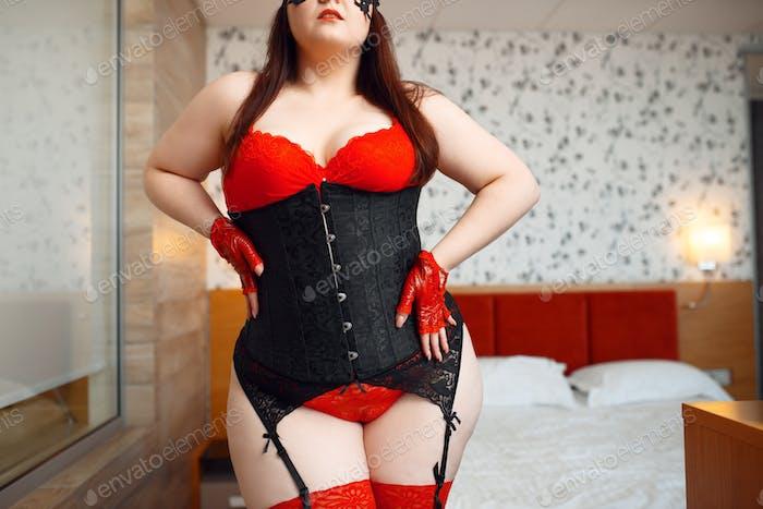 Fette Frau in schwarz und rot erotischen Dessous