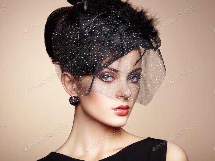 Retro-Porträt einer schönen Frau. Vintage-Stil