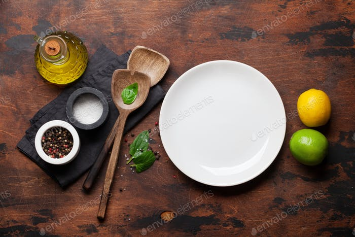 Cooking wooden utensils, condiments and spices