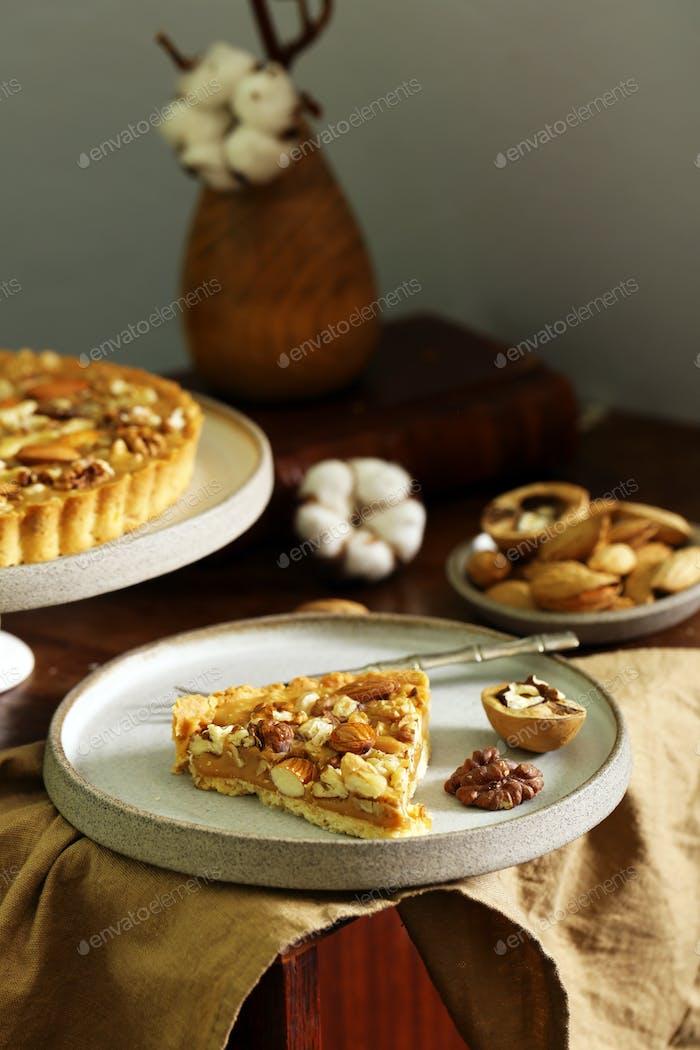 Nussige Torte mit Mandeln
