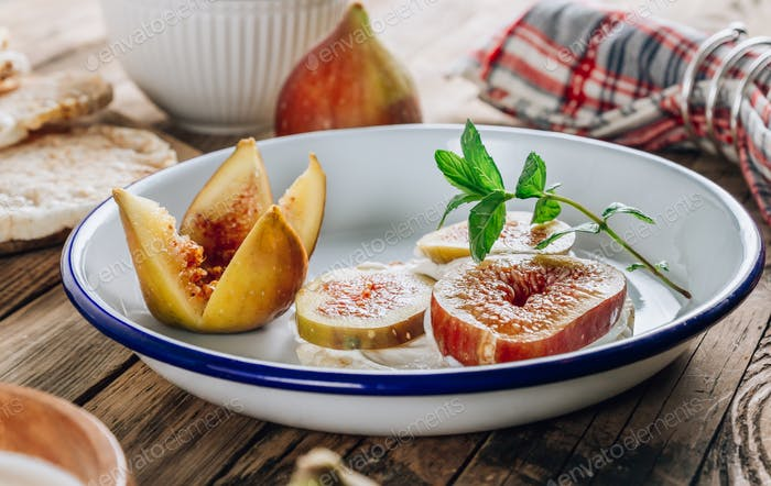 Healthy snack crispbread crackers, figs and ricotta cheese