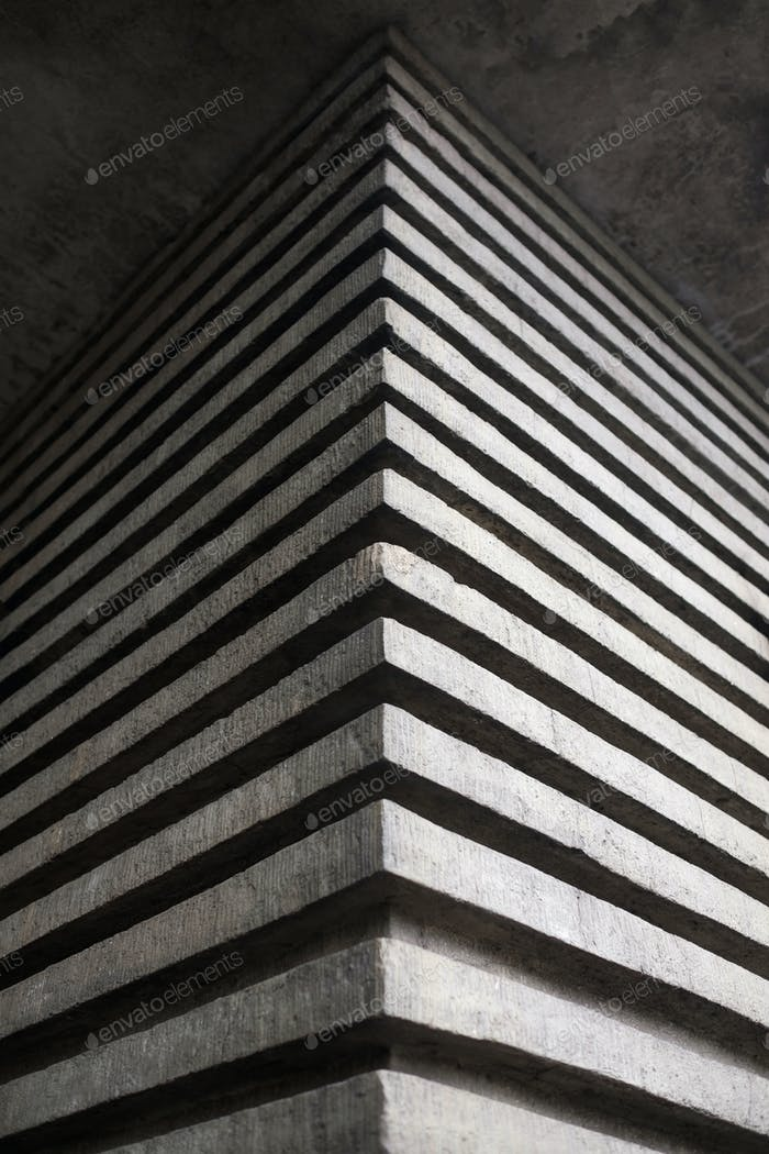 The effective angle of a concrete building in the form of three-dimensional stripes.