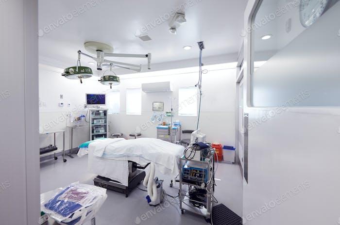 Leeres Krankenhaus Operationssaal bereit für die Operation