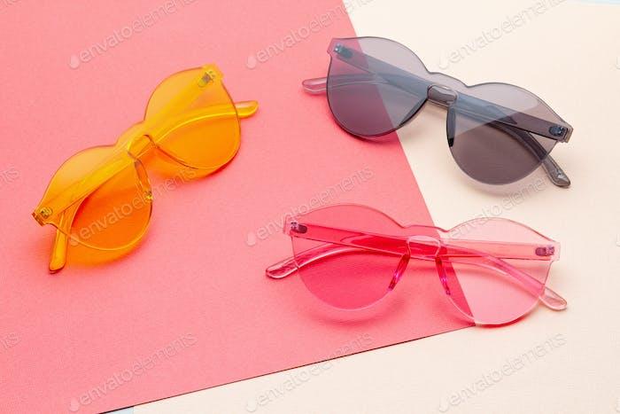 Gafas de sol transparentes coloridas de moda