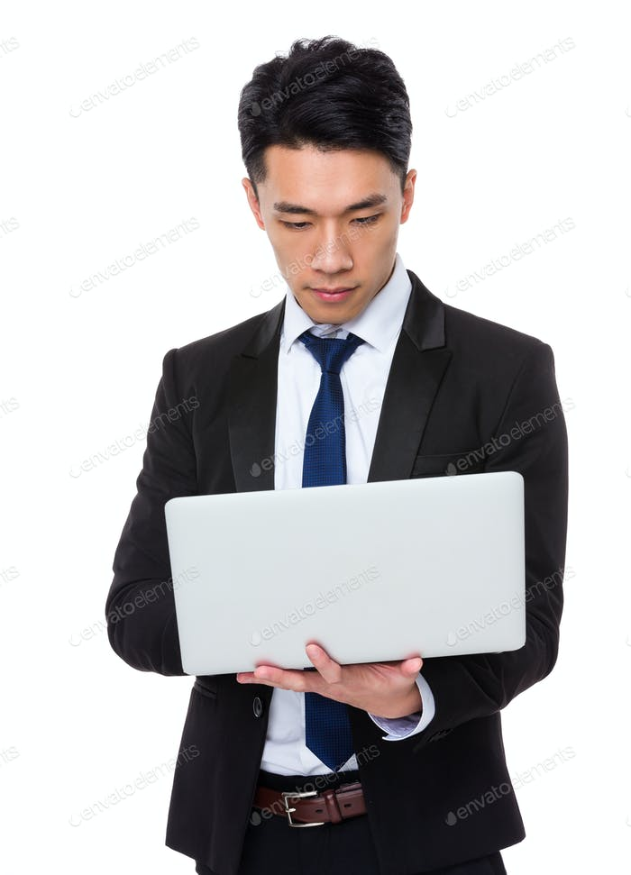 Businessman working wih the laptop computer